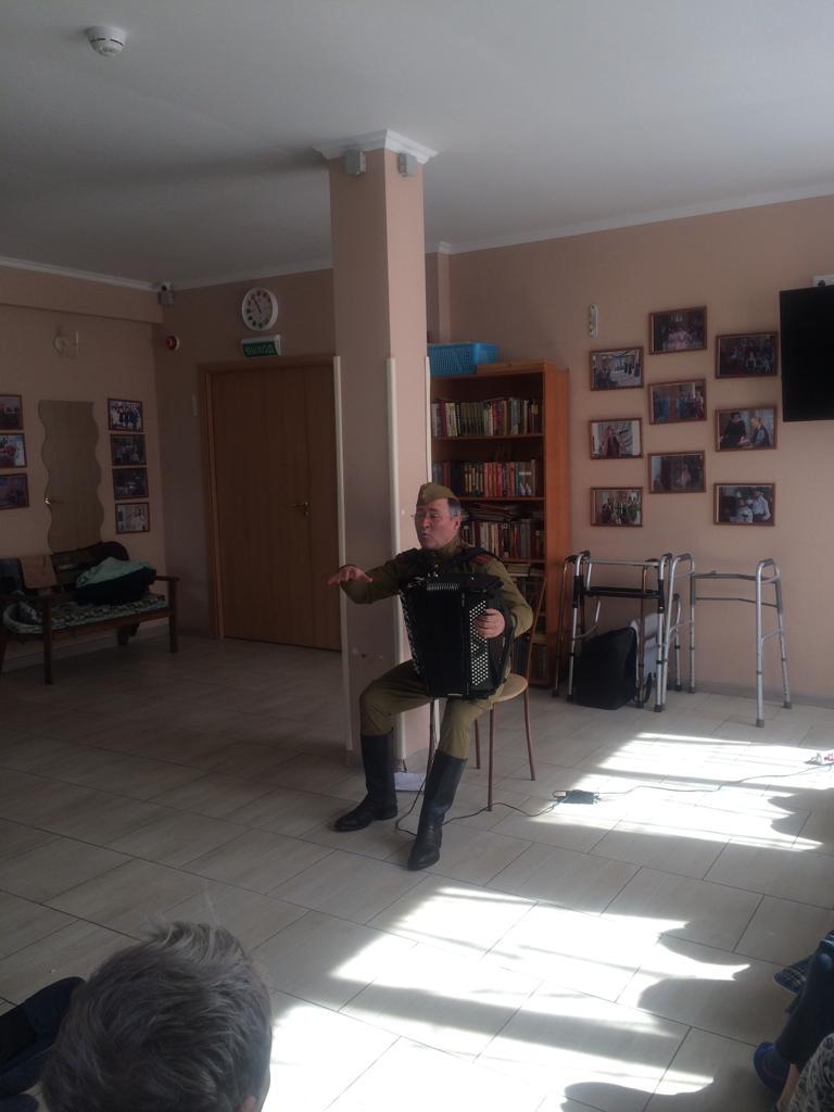 Поздравление под баян от Анатолия Юрьевича