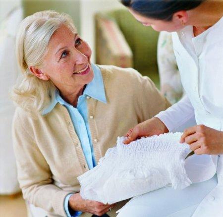 Как оформить и получить бесплатные памперсы для пожилых людей