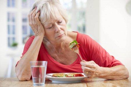 Что делать при отсутствии аппетита у пожилого человека