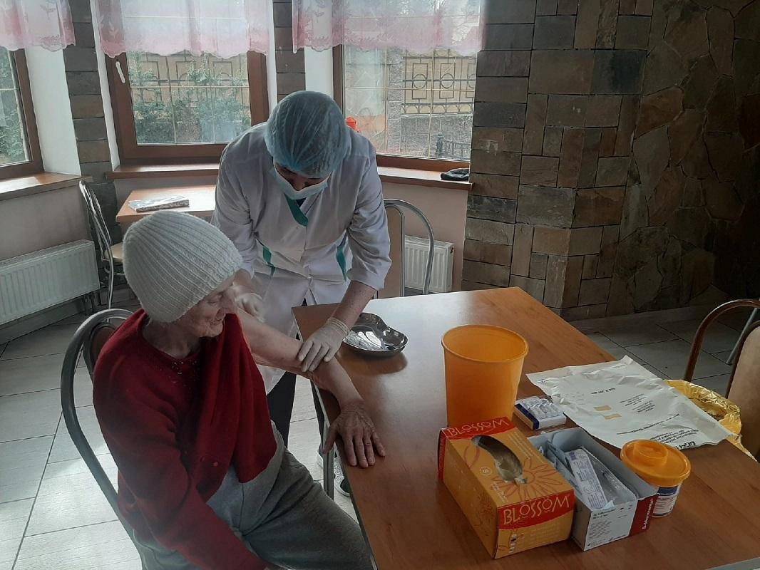 Вакцинация Гам-Ковид-ВАК в пансионатах компании Золотое время
